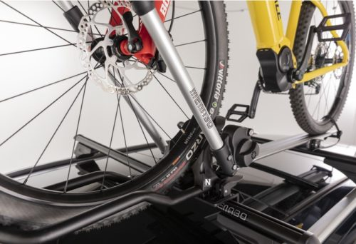 Portabicis de techo Menabo Chrono con bici